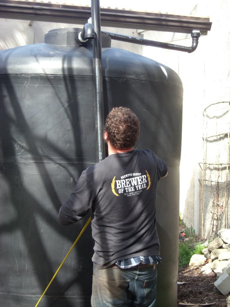 cistern install overflo valve DSCN0931